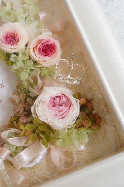 画像2: 花冠 ヘッドドレス、リストレットでフォトフレーム仕上げ ガラス額パールホワイトVI 32×37cm