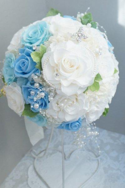 画像1: ラウンドブーケ スワロ ホワイト&ブルー 色違い可 幅(花のみ)22cm