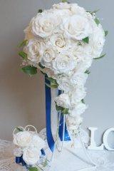 キャスケードブーケ オフホワイト プレミアムリボン 幅(花のみ)22cm